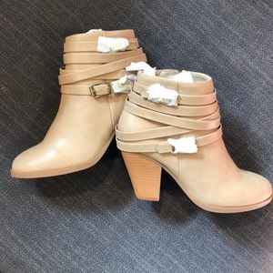 Liliana taupe ankle boot